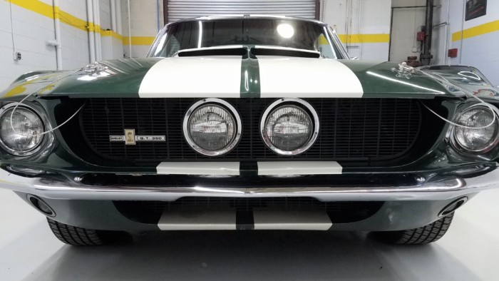 Ford Shelby GT 350 Front View Close